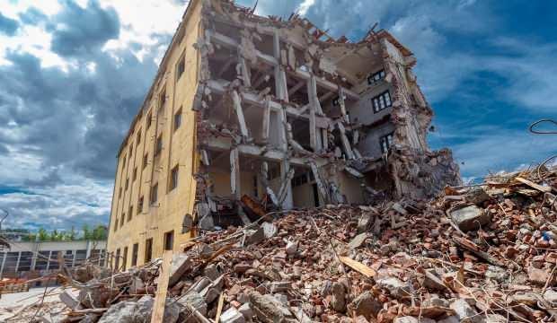 Rüyada deprem olması ne demek? Rüyada deprem olduğunu ve evin sallandığını görmek...