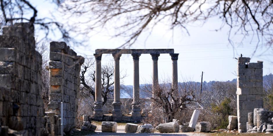 2 bin 300 yıllık tarih: Uzuncaburç Antik Kenti
