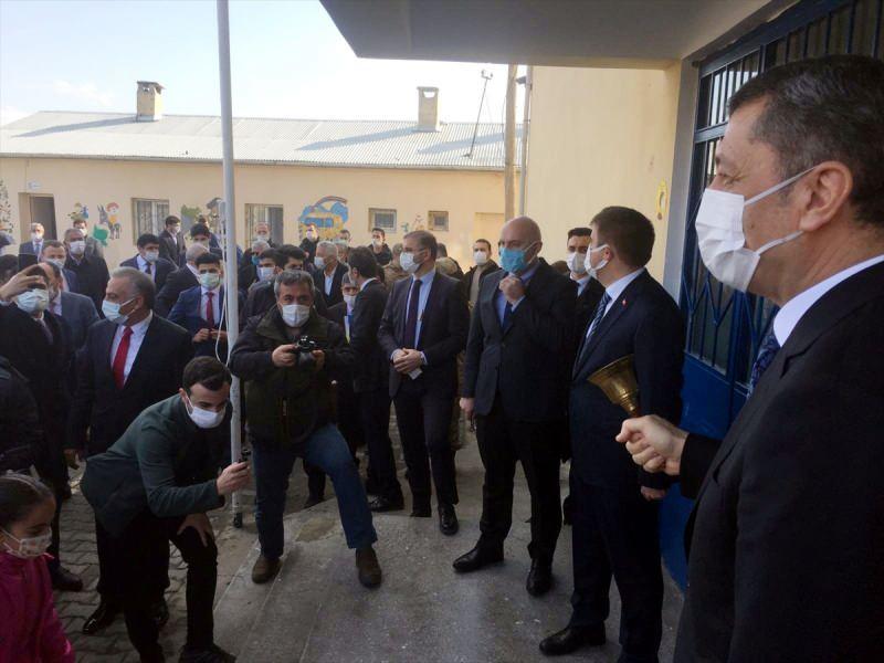 Milli Eğitim Bakanı Ziya Selçuk ilk ders zilini Iğdır'da çaldı