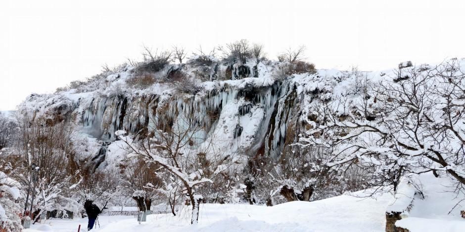 Girlevik Şelalesi kış güzellikleriyle mest ediyor