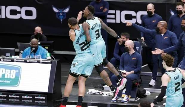 Hornets, Warriors'ı son saniyede mağlup etti