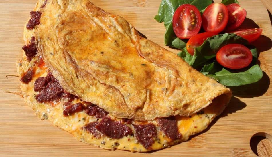 Sucuklu atom omlet nasıl yapılır? Atom omletin püf noktaları