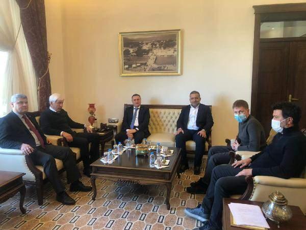 Hatayspor ve Krasnodar yöneticilerinin Boupendza görüşmesinden...