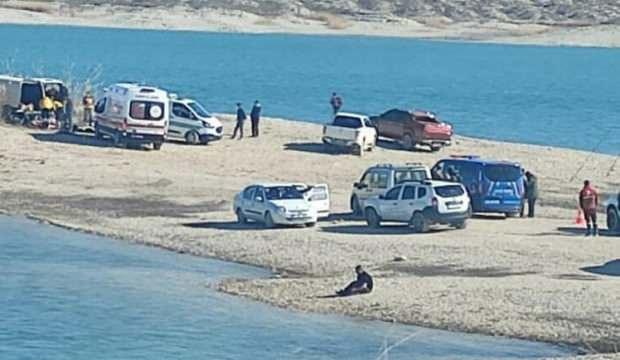 Minibüste ölü bulunan 3 kişi ile ilgili Valilik'ten açıklama