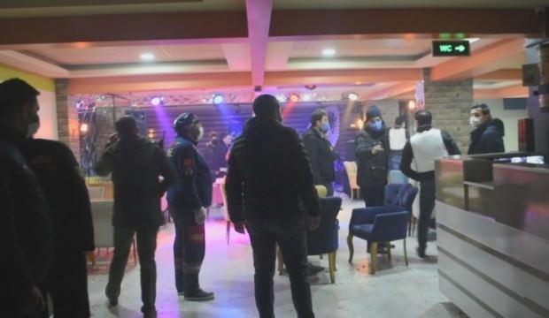 Rehin ihbarına giden polis 20 kişiyi parti yaparken yakaladı