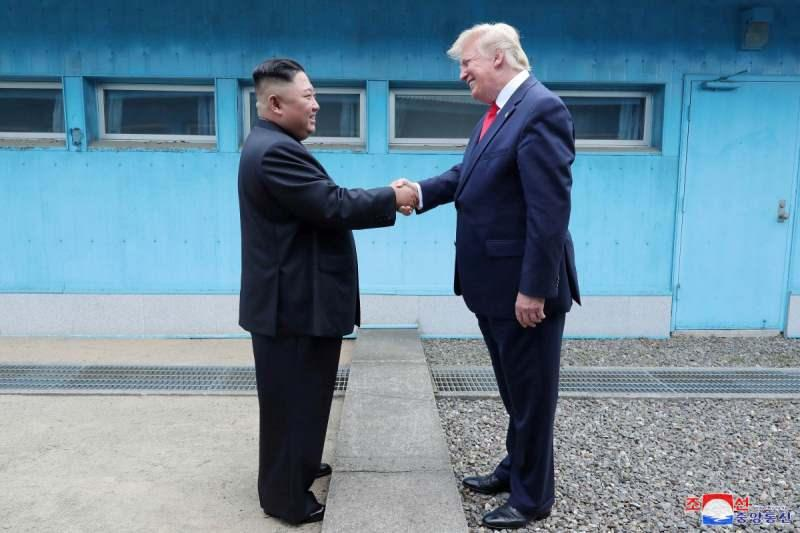 Trump, Kuzey Kore'ye ayak basan ilk ve tek ABD Başkanı olarak tarihe geçti.