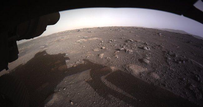 ABD Ulusal Havacılık ve Uzay Dairesi'nin (NASA) 'Perseverance' adlı keşif aracı Mars'a başarılı bir şekilde iniş yapmıştı. NASA, Perseverance'ın inişi kamerasıyla çekilen Mars'ın ilk yüksek çözünürlüklü renkli fotoğrafını yayınladı.