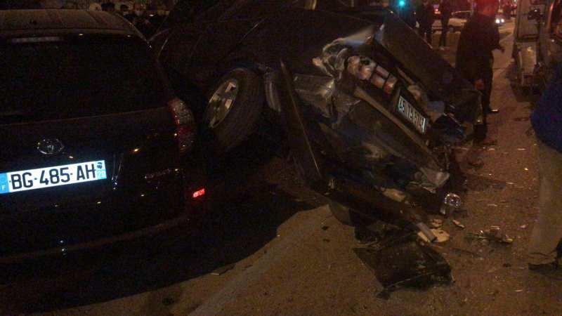 Dinar'da zincirleme trafik kazasında 5 kişi yaralandı
