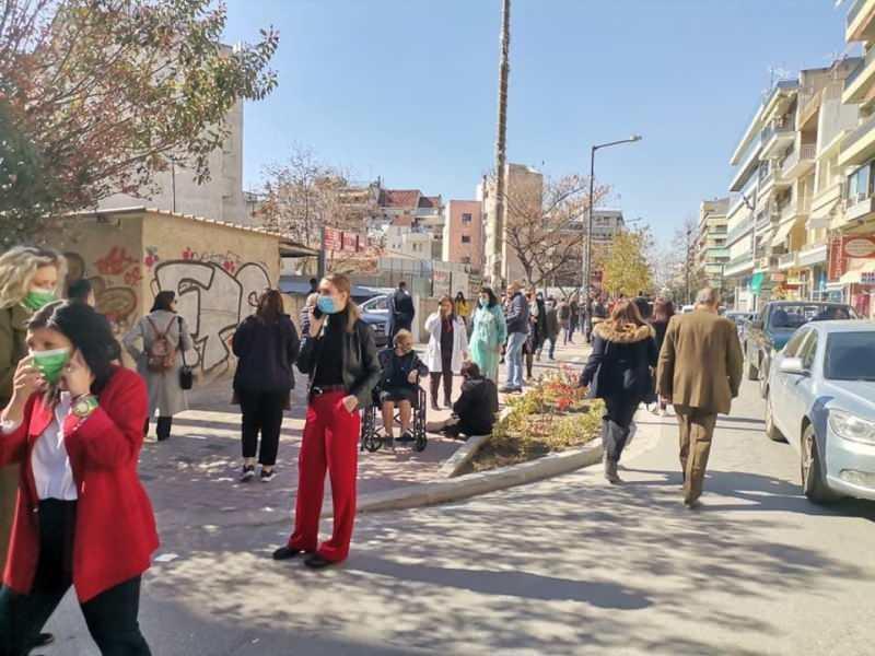 Halk panikle sokaklara çıktı