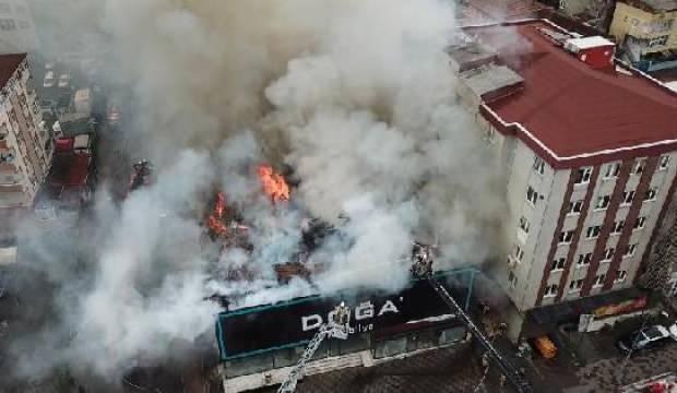 Ataşehir'de korku dolu anlar: Mobilya fabrikasında feci yangın!