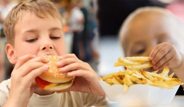 Çocuklarda fast food tüketimine dikkat! Demir eksikliğine yol açıyor