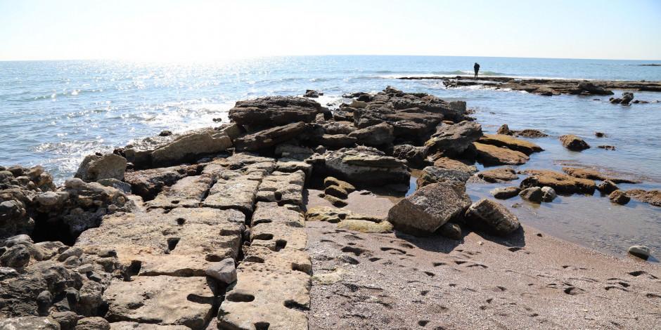 Deniz çekildi, antik liman ortaya çıktı!