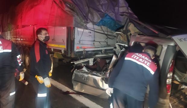 Feci kaza! Hafif ticari araç TIR'a arkadan çarptı: 3 ölü, 1 yaralı - GÜNCEL  Haberleri