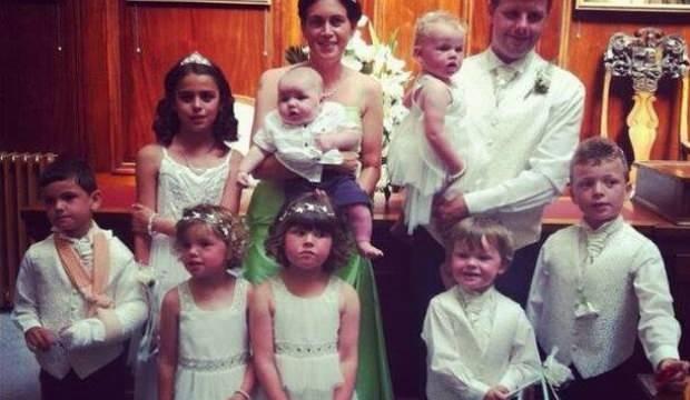 İskoçya'da 13 çocuklu çift kalabalık aile oldukları gerekçesiyle evsiz kaldı