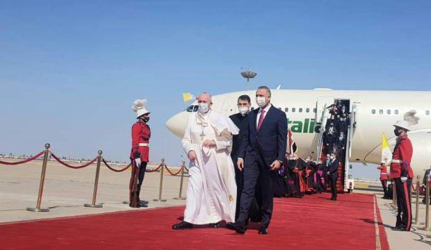 Katoliklerin ruhani lideri Papa ile Irak Başbakanı Kazımi'nin görüşmesi başladı