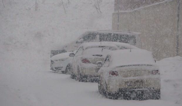 Şehirde kar kalınlığı yarım metreyi aştı! 177 yerleşim biriminin yolu kapalı