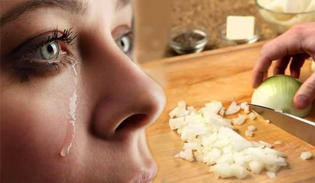 Soğan doğrarken neden ağlıyoruz? Ağlamamak için ne yapmalıyız?