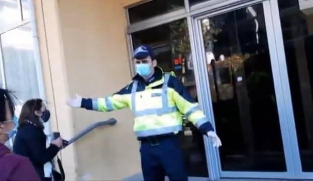 Yunan polisi sığınmacıları kaldıkları otelden zorla tahliye etti