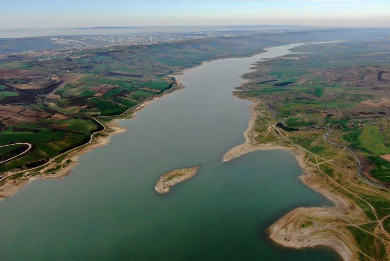 Kanal İstanbul, Küçükçekmece Gölü - Sazlıdere Barajı - Terkos doğusunu takip eden güzergâhında yer alacak. Ayrıca proje dünya denizlerinde dolaşan en büyük konsept gemi olarak belirlenen boyu 275 metre, draftı maksimum 17 metre olan ve ortalama 145.000 tonluk tankerlerin geçişine imkân sağlayacak.