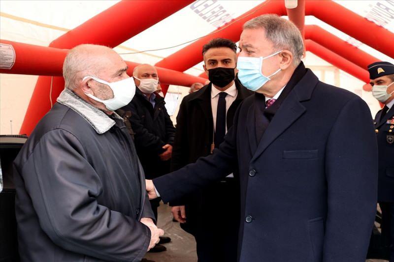 Bakan Akar, helikopter kazası şehitlerinin ailelerini ziyaret etti