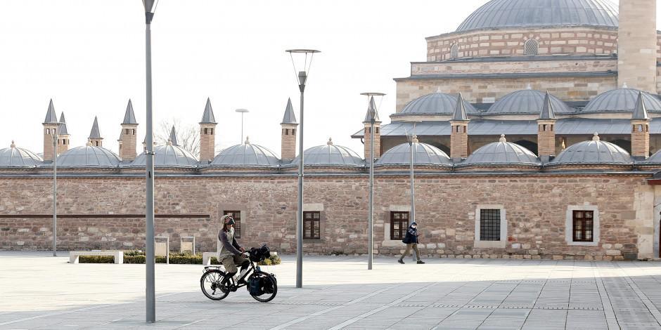 Bisikletiyle dünya turuna çıkan Fransız seyyah Konya'ya hayran kaldı