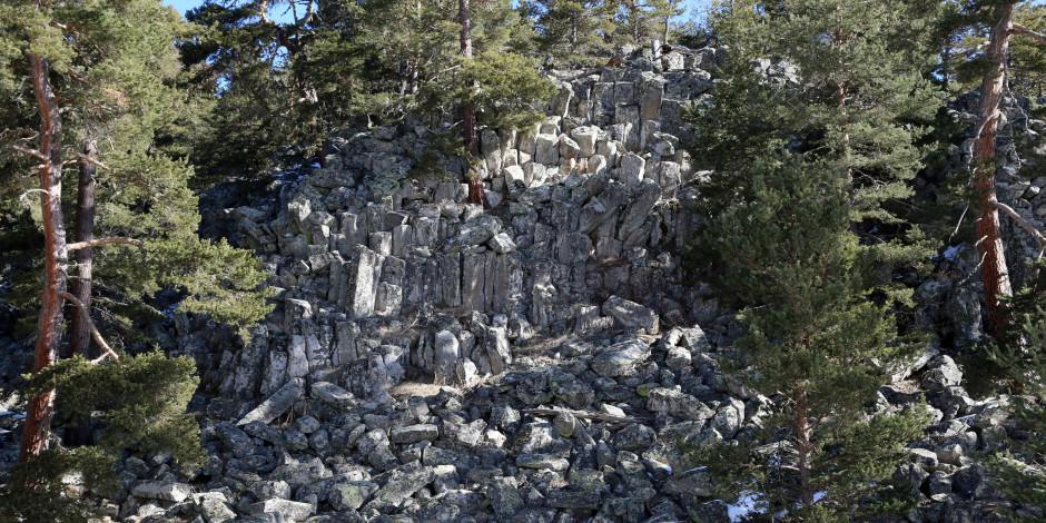 Bolu'da lav gölünün soğumasıyla oluşan yüzlerce bazalt sütun bulundu