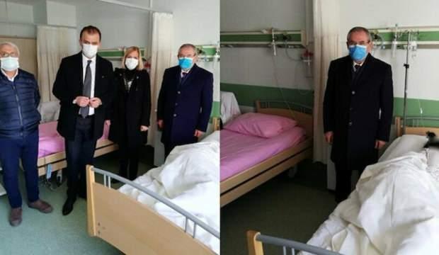 CHP'li heyet pes dedirtti: Şiddet mağduru kadının başında poz!