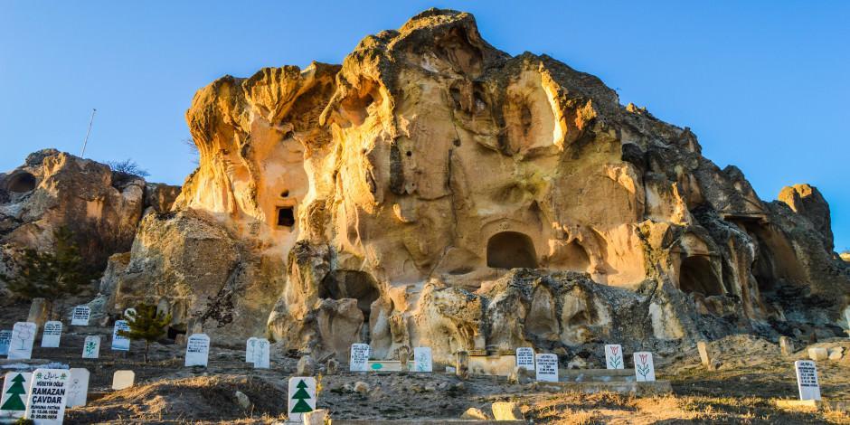 'Frigya'nın kalbi' kaya mezarlar tarih severleri cezbediyor