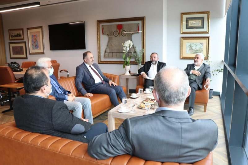 HÜDAPAR Genel Başkan Vekili Zekeriya Yapıcıoğlu ve beraberindeki heyet yeni anayasa konusunda görüş alışverişinde bulunmak üzere Kanal7 Medya Grubu Başkanı Zekeriya Karaman'ı ziyaret etti.