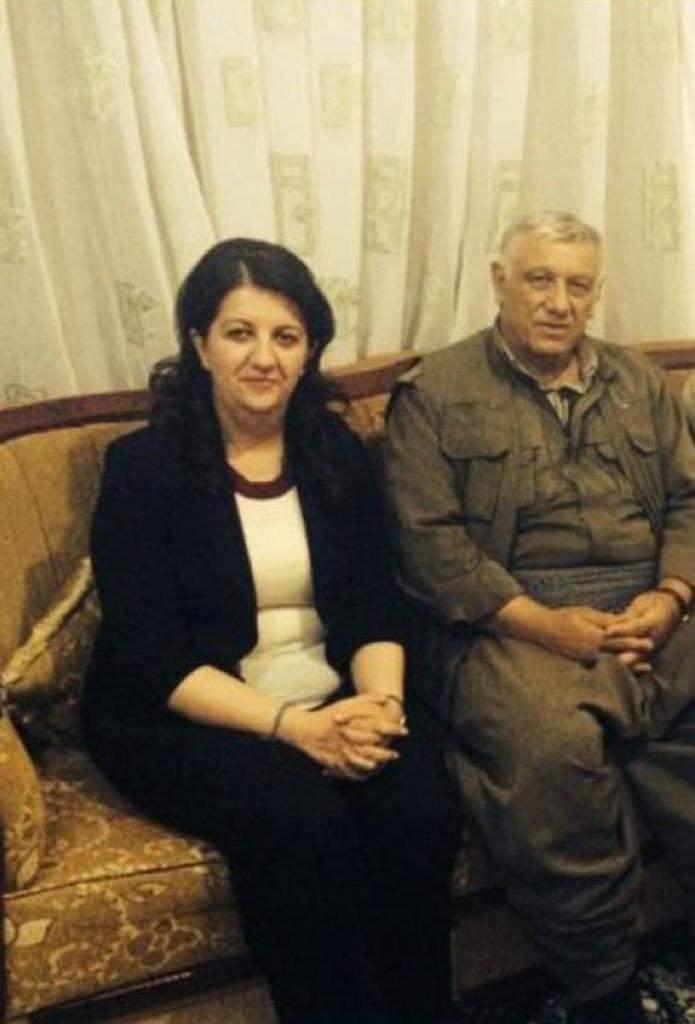 HDP'li Pervin Buldan PKK'nın sözde kurucusu Cemil Bayık ile poz veriyor.