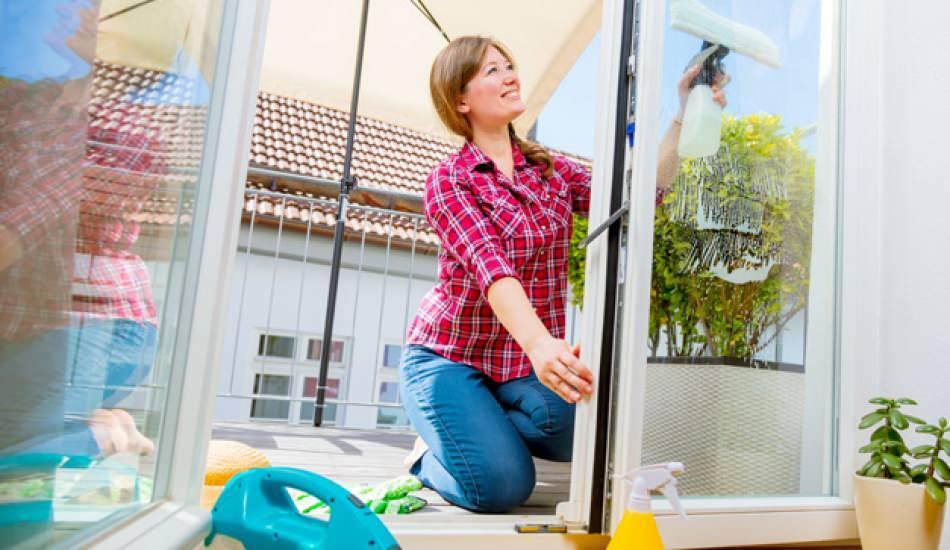 Balkon temizliği nasıl yapılır? Cam balkon nasıl temizlenir Balkon yıkamanın püf noktaları!