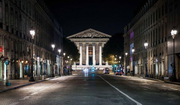 Fransa'da bir aylık sokağa çıkma yasağı başladı!
