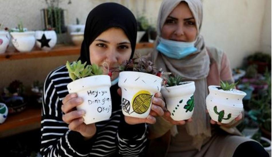 Filistinli kız kardeşler, geçimini kaktüs saksıları süslemekle sağlıyor!
