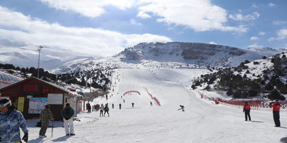 Normalleşme sürecinde kayakseverlerin gözdesi: Ergan Dağı