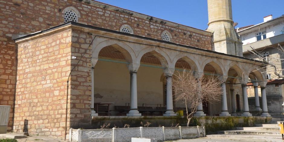 Osmanlı'nın en güzel mezar taşlarına ev sahipliği yapan 600 yıllık cami