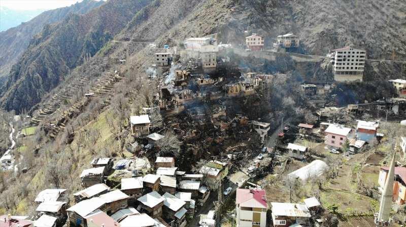 Artvin'in Yusufeli ilçesi Dereiçi köyündeki yangında 60 ev, ahır ve samanlıklar yanmış, 30 dolayında büyükbaş hayvanın telef olmuştu.