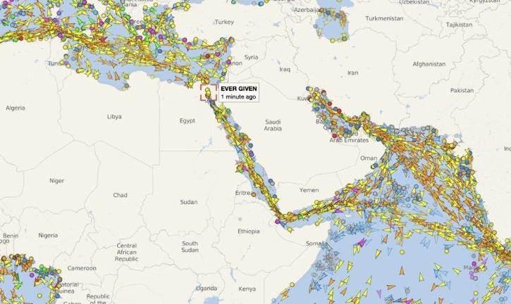 Süveyş Kanal'ındaki kaza sonrası oluşan gemi trafiği. Süveyş Kanalı'ndaki kazanın dünya ticaretine maliye 10 milyar dolar.