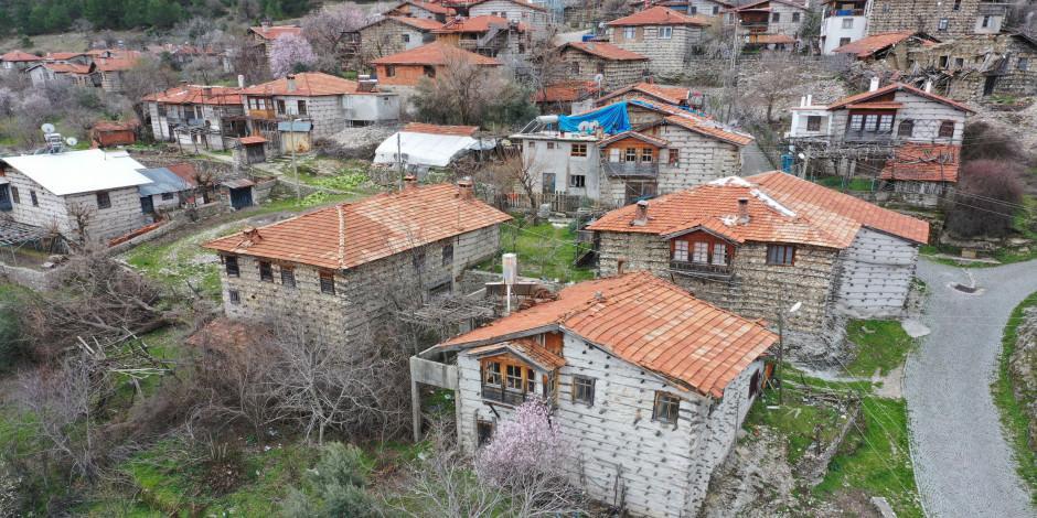 Antalya'nın tarih kokan 'düğmeli evleri'