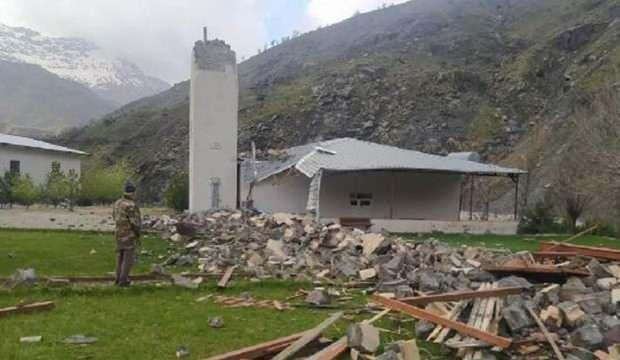 Batman'da fırtına; minare yıkıldı