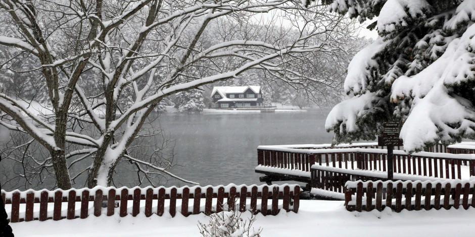 Gölcük Tabiat Parkı beyaza büründü