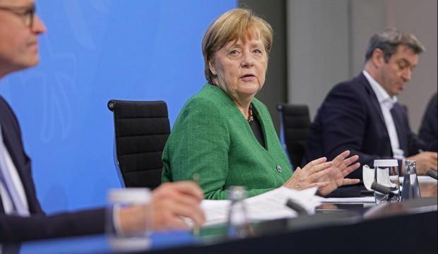 Merkel 11 saatlik toplantıdan çıkıp böyle duyurdu: Yenemedik peşimizi bırakmıyor!
