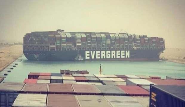 Süveyş Kanalı haftalarca kapalı kalabilir