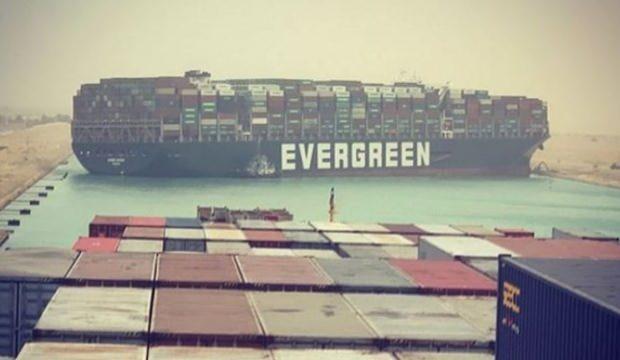 Süveyş Kanalı'nda 13 milyon varil petrolün yolu açıldı