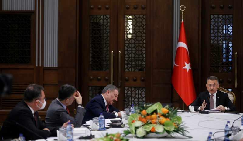 Cumhurbaşkanı Yardımcısı Fuat Oktay, Cumhurbaşkanlığı Külliyesi'nde Yerli Aşı Çalışmaları Değerlendirme Toplantısı'na başkanlık etti. Toplantıya Sağlık Bakanı Fahrettin Koca ve Tarım ve Orman Bakanı Bekir Pakdemirli de katıldı.
