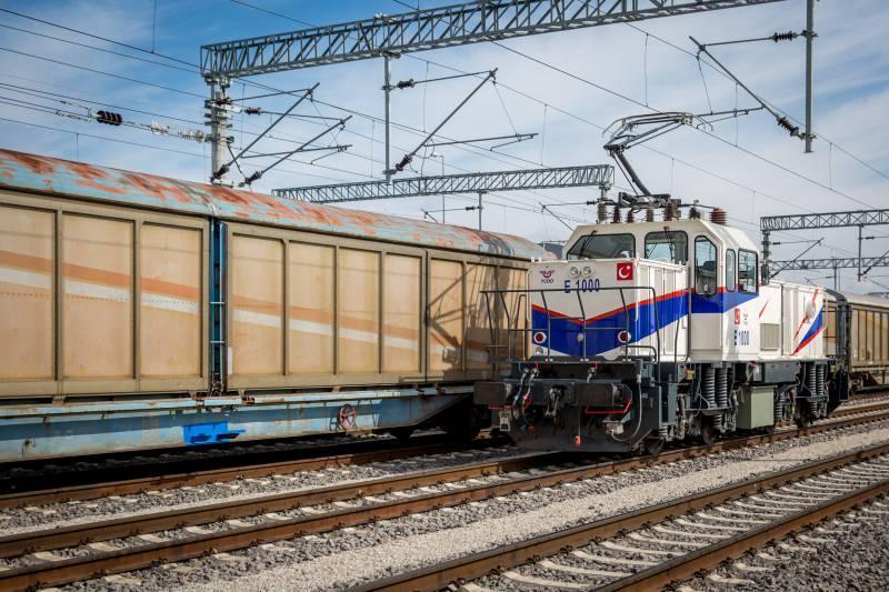 Yurt dışından temin edilen lokomotiflere ilişkin yaşanan sıkıntılar Türkiye'nin yerli lokomotiflerini üretmesinin yolunu açtı.