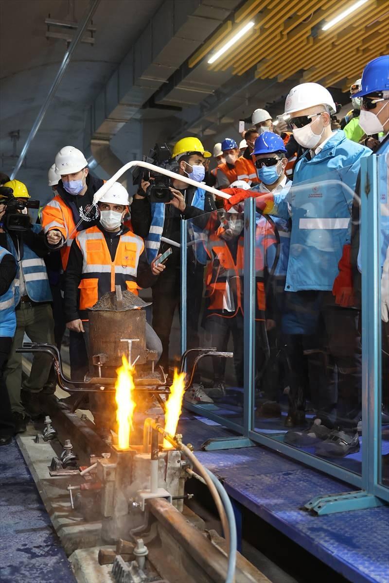 Pendik Tavşantepe- Sabiha Gökçen Havalimanı metro hattında ilk ray kaynağı Ulaştırma ve Altyapı Bakanı Adil Karaismailoğlu tarafından yapıldı.