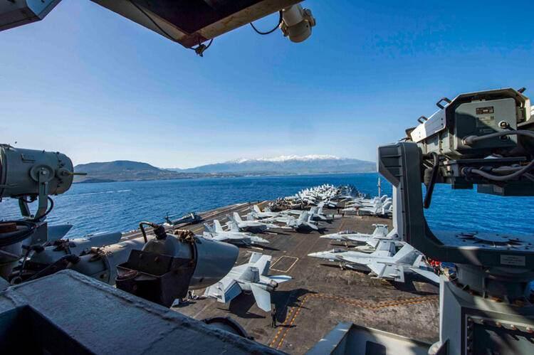 Doğu Akdeniz'e bir donanma yığan Rusya son olarak dört savaş gemisini Cebelitarık'tan, bir gemiyi ise İstanbul Boğazı'ndan geçirerek bölgeye gönderdi.