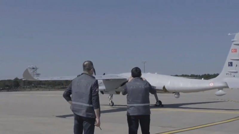 BAYKAR Teknik Müdürü Selçuk Bayraktar, sosyal medya hesabından AKINCI PT-3'ün ilk uçuşunu başarıyla tamamladığını duyurmuştu.