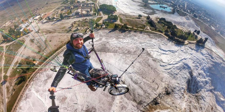 Çılgın pilot motosikletiyle uçtu