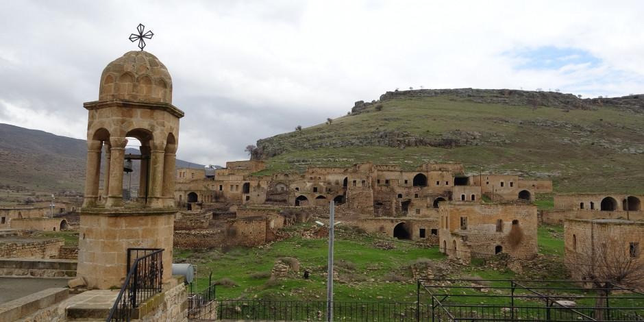 Farklı dinlerin huzur içinde yaşadığı kadim şehir: Mardin